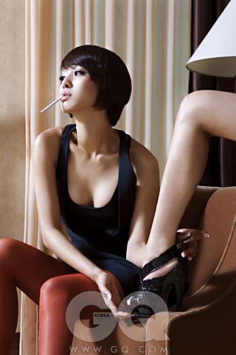 박정아의 드레스는 닐 바렛, 나머지는 개인소장품
