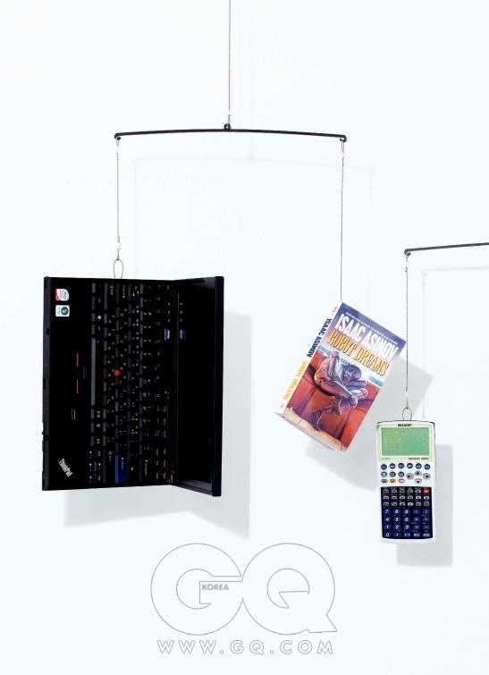 12인치 와이드스크린의 씽크패드 X200은 사양에 따라 1백40만~2백만원대 중반까지, 레노버. 아이작 아시모프의 로봇 시리즈 중 하나인 단편집 는 9천원, 영풍문고. 키보드를 교체해 사용할 수 있는 공학용 계산기는 8만9천원, 샤프전자.