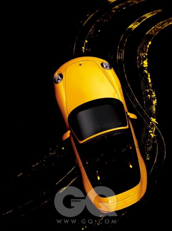포르쉐 카레라S 카브리올레. 3.8리터 6기통 가솔린 엔진, 385마력 42.8토크, 1억5천4백77만원.