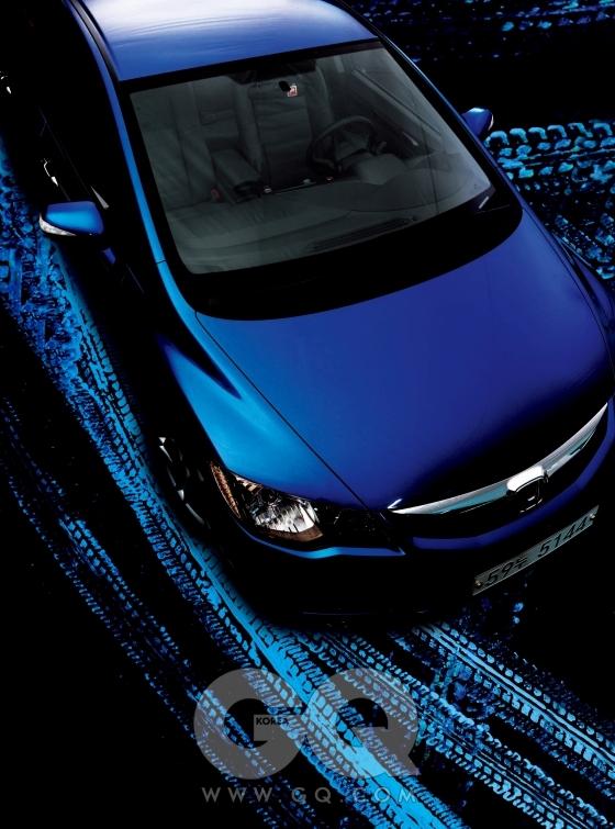 혼다 시빅 하이브리드. 1.4리터 4기통 가솔린 엔진+전기모터, 94+α마력 12.3+α토크, 3천3백90만원.