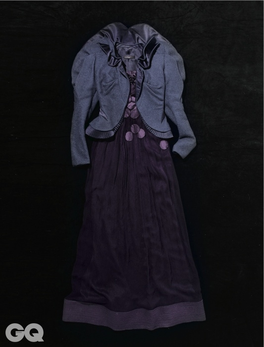 이 드레스는 이소라 7집 앨범 '8번 트랙'의 뮤직비디오에서 입은 패션 디자이너 이상봉의 작품이다.