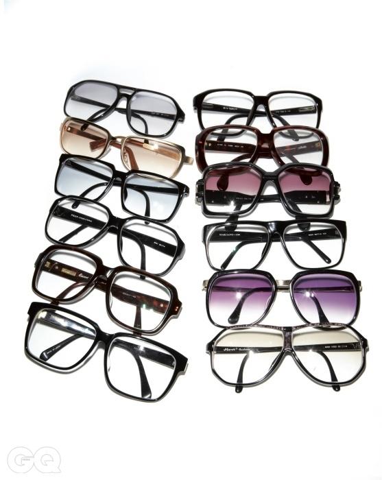 조영남의 안경은 대전 아주미술관에 전시 중인 67개의 안경 중 12개.
