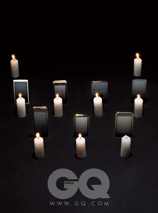 왼쪽 위부터 시계 방향으로) E200은 12만원대(4GB 모델), 아이리버. IM-U510LE(애칭 '듀퐁')는 1백만원대(출고가 기준), 팬텍 스카이. 아이팟 클래식 레이트는 37만원대(160GB 모델), 애플. B30는 15만원대(4GB 모델), 아이리버. LG-LU6300(애칭 '뉴 초콜릿')은 80만원대 후반(출고가 기준), 사이언. YP-M1은 28만원대, 삼성옙. 아이팟 터치 3세대는 59만원대(64GB 모델), 애플.