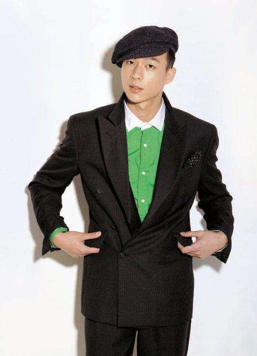 더블 브레스티드 수트 1백70만원대, 프라다. 녹색 클레릭 셔츠 가격 미정, 폴로 랄프 로렌. 뉴스보이캡 33만원, 버버리 프로섬
