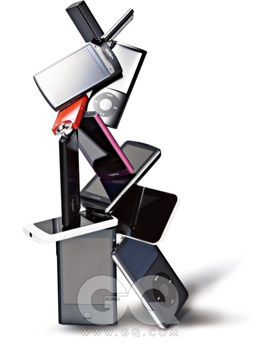 2X6 (위쪽부터 좌에서 우로) N20 4GB 11만원대, 아이리버. 아이팟 셔플 5세대 4GB 11만원대,애플. YP-R1 블랙 4GB 16만원대, 옙. 아이팟 나노 5세대 8GB 20만원대, 애플. E2 4GB 6만원대, 아이오디오. YP-R1 핑크 4GB 16만원대,옙. YP-R0 4GB 12만원대, 옙. YP-M1 8GB 27만원대, 옙. 아이오디오 9 4GB 12만원대, 아이오디오. B30 4GB 14만원대, 아이리버. 스마트 HD K1 DMB 8GB 27만원대, 아이리버. 아이팟 클래식 레이트 160GB 애플.