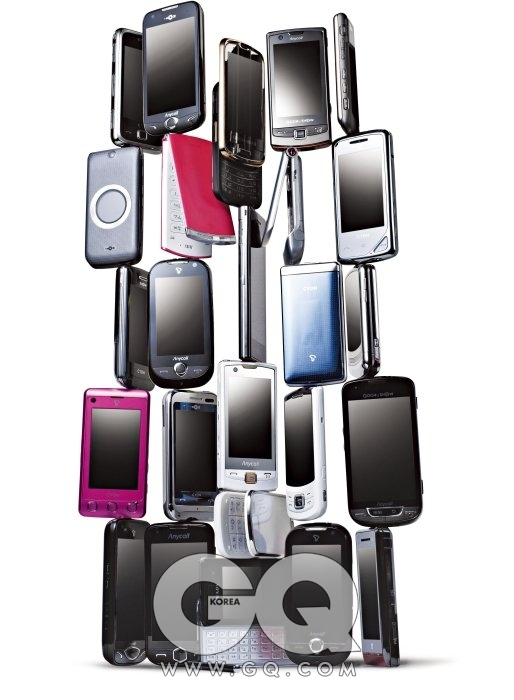 5X5 (위쪽부터 좌에서 우로) SU210, LG. SPH-M7350, 삼성. SCH-W820, 삼성. SPH-M7200, 삼성. KU6000, LG. SH860, LG. KH8000, LG. SU630, LG. V11, 모토로라. SB210, LG. KU9600, LG. SCH-W900, 삼성. SCH-M720, 삼성.SV710, LG. V13, 모토로라. KU9100, LG. KU9000 LG. LU1600, LG. SCH-W920, 삼성. SPH-M8400, 삼성. SCH-M710, 삼성. SCH-W850, 삼성. SU130, LG. SCH-W900, 삼성. ZN50, 모토로라. (가입 방법에 따른 가격차로 가격은 표기하지 않았습니다.)