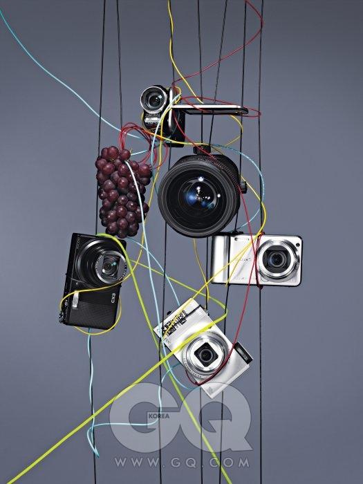 제일 위 캠코더는 VPC-GH1, 70만원대 초반, 산요. 커다란 알의 시프트&틸트 렌즈 TS-E 17mm F4L, 3백만원대 초반, 캐논. 왼쪽 아래 검은색 카메라는 CX3, 30만원대 후반, 리코. 오른쪽 은색 카메라는 DSC-HX5V, 40만원대 후반, 소니. 제일 아래 은색 카메라는 S8000, 40만원대 초반, 니콘.왼쪽 위 논산산 돌멩이 포도는 한 송이에 7천5백원.
