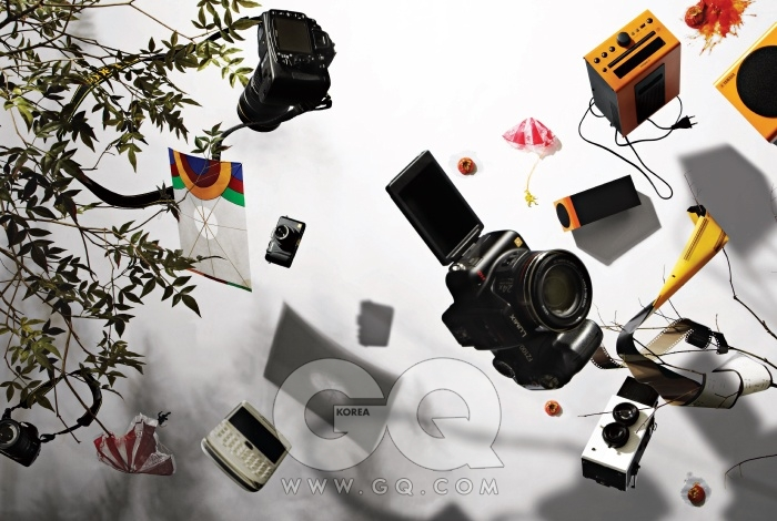 중급형 DSLR D300s는 최저가1백66만원대, DSLR 크롭 보디용 손떨림 보정 줌렌즈 AF-S DX Nikkor18-105MM F3.5-5.6G ED VR은최저가 44만원대, 니콘. 단청머리 방패연은 1만5천원, 한국민속연협회.하이엔드 콤팩트 카메라 루믹스 LX5는 최저가 59만원대, 파나소닉.보급형 DSLR D5000은 최저가 67만원대, 고급형 표준 줌 렌즈 AF-S Nikkor 24-70mm F2.8G ED는 최저가1백96만원대, 니콘. 공수부대 낙하산은 5백원, 도림문방구. 블랙베리 볼드 9700 흰색, RIM. 하이엔드 디지털 카메라 루믹스FZ100은 최저가 74만원대, 파나소닉. 토이 카메라 블랙 버드 플라이는 17만5천원, 슈퍼헤즈 by 레드카메라. 컬러네거티브 필름 엑타 100은 각각 6천9백원, 중형 6천1백원, 코닥 by필름나라. 아이팟 도크이자 시디플레이어 MCR-040은 최저가37만원대, 야마하.