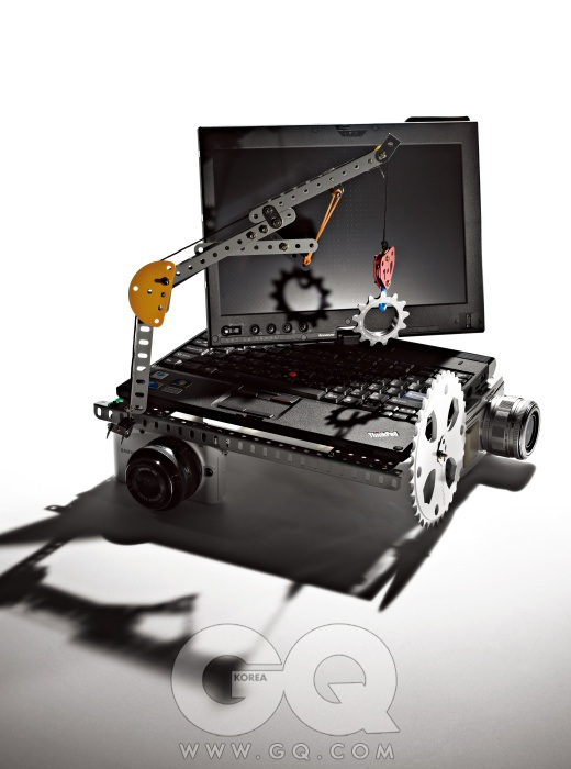 멀티터치 태블릿을 장착한 싱크패드 X201T는 최저가 2백51만원대, 레노버. 'We Can Stop!'이란 문구가 새겨진 자전거 구동계의 코그 WCS 13T 은색은 3만5천원, AMP by 스펠바운드. I-펑션 렌즈의 미러리스 카메라 NX-100은 최저가 79만원대 후반, 삼성. 다섯 가지 크기의 BMX 스프라켓 48 스플린드 흰색은 11만4천원, 에잇인치 by 스펠바운드. 두 가지 아트필터와 AF 트래킹이 추가된 PEN E-P2 흰색은 최저가 83만원대, 올림푸스.