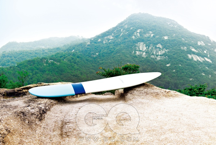 1990년대 애플 사의 디자이너이자 서퍼인 토마스 메이어호퍼가 디자인한 롱 서핑 보드 메이어호퍼 9.1은 1백46만원, 메이어호퍼 by 안티도트.
