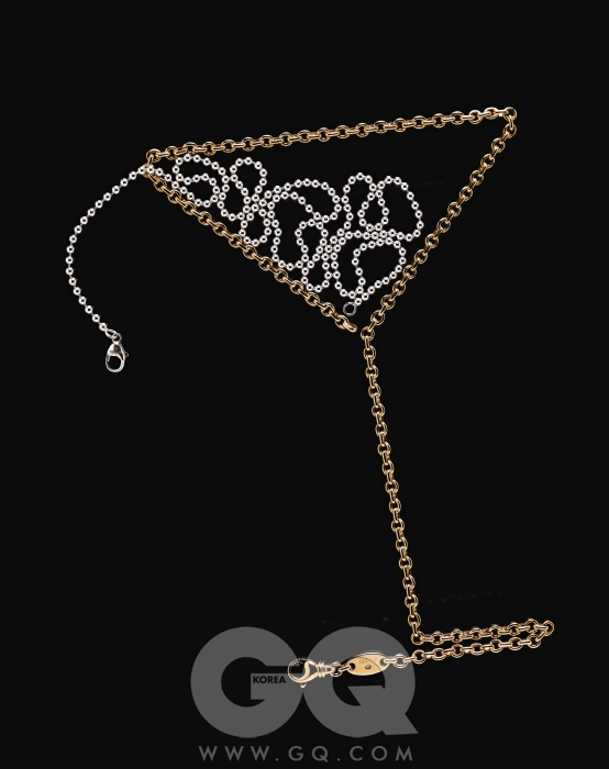 옐로 골드 체인 3백70만원(45cm), 쇼메. 스틸 비드 체인 10만원대(60cm), 티파니.