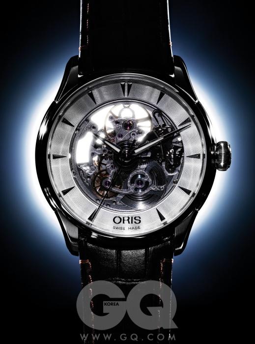 기계식 시계의 움직임을 직접 확인할 수 있는 아틀리에 스켈레톤 2백20만원, 오리스.