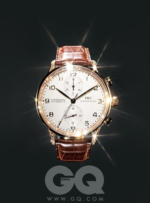 케이스 옆면과 베젤에 모두 다이아몬드가 장식된 시계 '포르투기즈 크로노그래프', 3천9백만원대, IWC.