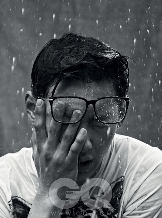 안경 66만5천원, 린다 패로우 by 한독 옵틱. 호랑이 무늬 티셔츠 가격 미정, 디스퀘어드2.