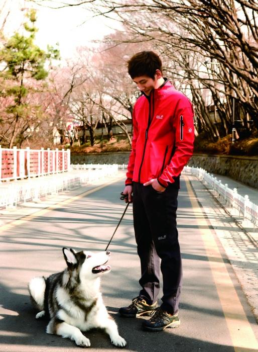 이달의 Different Place | 자유공원 동인천이 내려다보이는 인천의 자유공원. 무지개를 떠올리는 홍예문을 지나 언덕을 오르는 길은 수많은 영화들이 거쳐간 곳이기도 하다. 그윽한 일몰 또한 이 곳의 빼놓을 수 없는 장관이다.