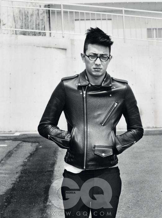 라이더 재킷 26만5천원, 비바 스튜디오. 티셔츠 1만9천9백원, 유니클로. 라이딩 팬츠 가격 미정, 구찌. 얇고 둥근 안경 30만원대, 빅터 앤 롤프.