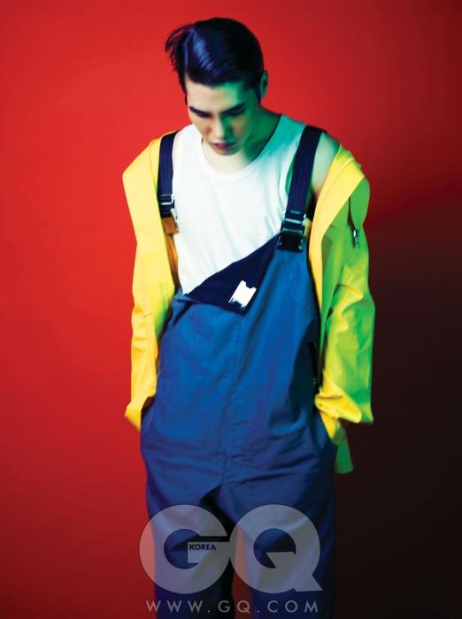 노란색 점퍼, 슬리브리스 티셔츠, 청명한 오버롤 모두 루이 비통.