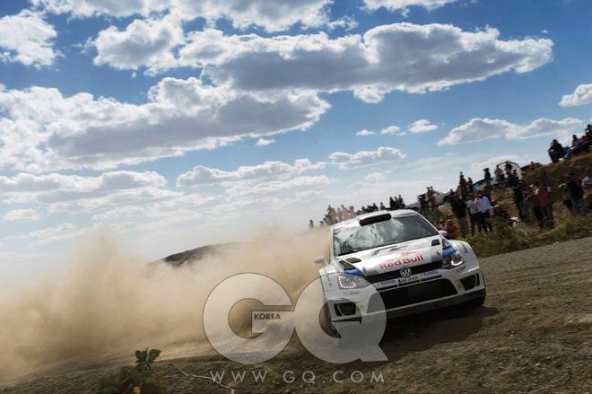 월드 랠리 챔피언십(WRC, WORLD RALLY CHAMPIONSHIP)포장도로와 비포장도로, 빙판길과 눈길을 가리지 않고 일반도로에서 열리는 극단의 자동차 경주다. 11개월 동안 유럽 주요 국가, 호주, 아르헨티나 등 13개국에서 열리고, 각 경주의 점수를 합산해 최고의 팀과 드라이버를 뽑는다. 4월 11일부터 13일까지는 포르투갈에서 경기가 열렸다. 이전엔 몬테카를로, 스웨덴, 멕시코에서 각각 열렸다. 이어 아르헨티나, 그리스, 이탈리아, 핀란드, 독일, 호주, 프랑스, 스페인, 영국에서 열린다. 엔진 성능은 1,600cc 직렬 4기통 직분사 터보로 제한된다. 모든 튜닝은 양산차를 기준으로 한다.