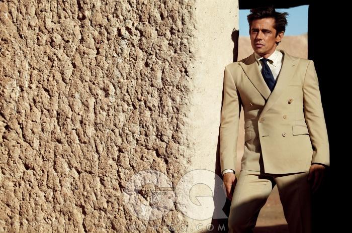 수트 2천9백50유로,셔츠 3백25유로,넥타이 1백65유로,모두 랄프 로렌퍼플 라벨.