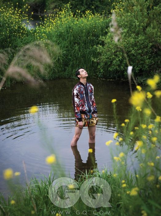 실크 블루종2백32만원, 구찌.무늬가 화려한쇼츠 가격 미정,돌체 & 가바나.
