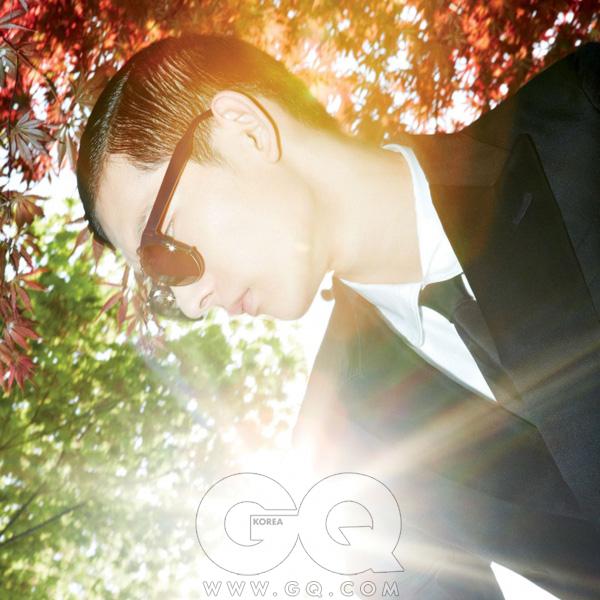 클립 온 선글라스43만원, 3.1필립 림쉐이드 by 한독 옵틱.흰색 셔츠와 검정타이, 턱시도 수트가격 미정, 모두 구찌.