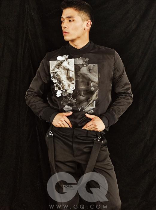검정색 프린트 셔츠, 검정색 실크 톱, 울 팬츠 가격 미정, 모두 지방시.