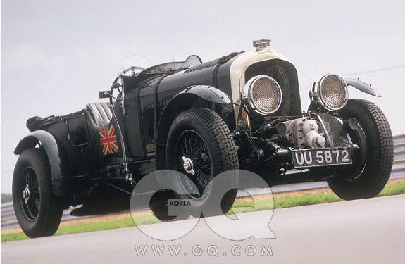 4.5리터(1927~1931) 3리터의 후속. 슈퍼차저 엔진을 쓴 모델을블로워라 부른다. 1932년에 시속 223.03킬로미터를 기록했다.