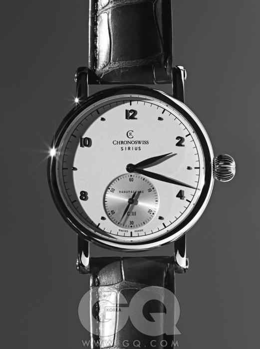 시계 제작자 게르트랑은 삼 년 전크로노스위스를 이끌고나갈 시계를 세상에선보였다. 그리고 그시계에 밤하늘에서 가장밝게 빛나는 별의이름을 선물했다.1950년대 사용했던브랜드 고유의 기술을계승한 무브먼트도 이시계의 훈장이다.시리우스 6백10만원,크로노스위스.
