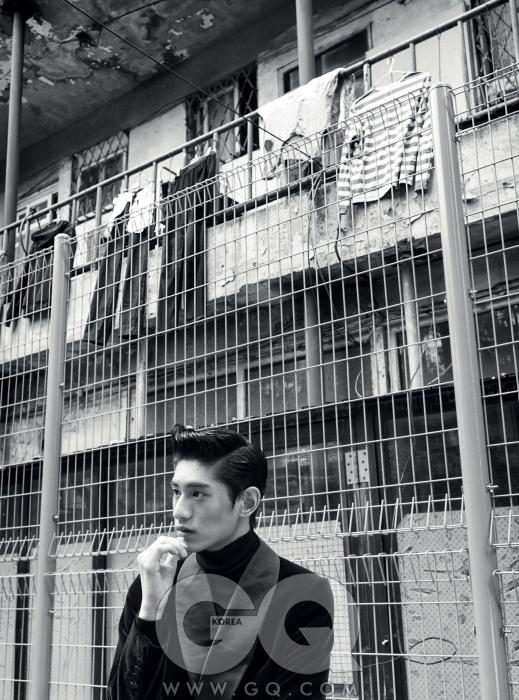 숄칼라 벨벳 턱시도재킷, 루이 비통.블랙 터틀넥 니트,김서룡 옴므.