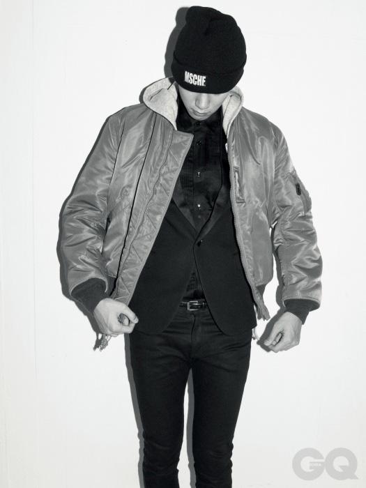 MA-1 재킷 30만원, 버즈 릭슨 빈티지 by 와일드 혹스. 후디 23만원, 내셔널 애슬레틱 by 데케이드 샵. 스모킹 재킷, 핀턱 셔츠, 스키니 진, 스터드 벨트 가격 미정, 모두 생 로랑 파리. 비니 1만8천원, 미스치프.