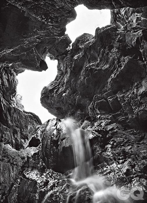 콜로라도 강은 수백만 년이라는 시간 동안 그랜드 캐니언의 깊은 벽을 깎았다. 어떻게 강물이 이곳까지 오게 되었는지, 의문은 아직도 풀리지 않았다.