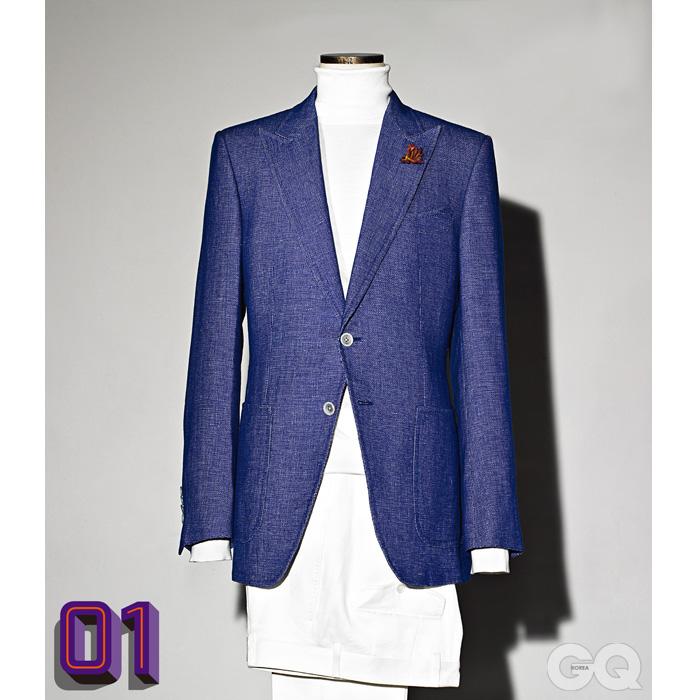 재킷과 흰색 터틀넥 니트, 팬츠 가격 미정, 모두 톰 포드.