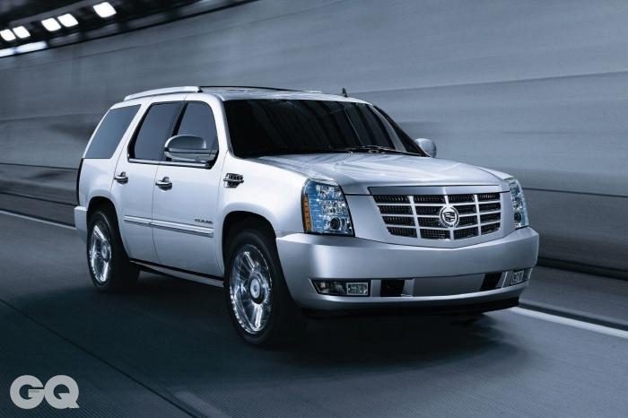 엔진 V8 6,162cc 가솔린 최고출력 403마력 최대토크 57.6kg.m 공인연비 리터당 6킬로미터 가격 1억 2천4백20만원