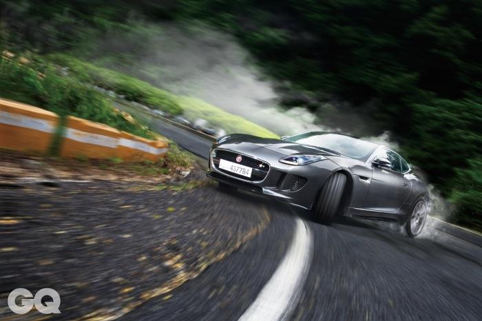 엔진 V8 5.0리터 슈퍼차저 최고출력 550마력 최대토크 69.4kg.m 공인연비 N/A 0->100km/h 4.2초 가격 1억 7천1백50만원