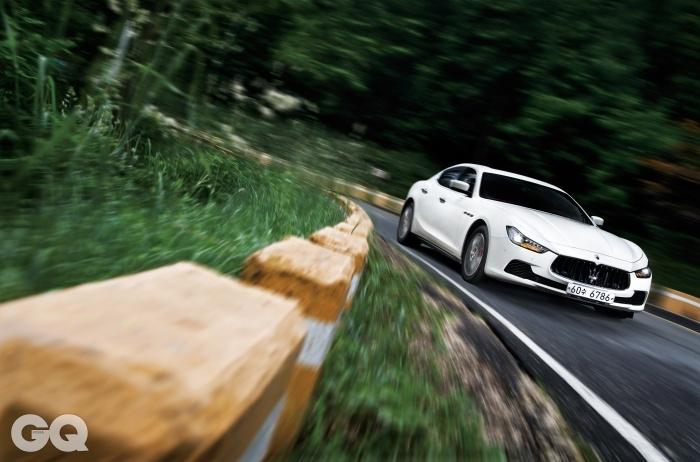 엔진 32,979 V6 트윈 터보 최고출력 350마력 최대토크 51kg.m 공인연비 7.7킬로미터 0->100km/h 5.6초 가격 1억 8백10만원