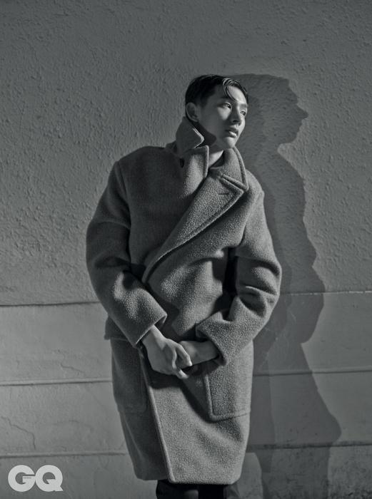커다란 주머니 장식의오버사이즈 코트 가격 미정,에르메스.