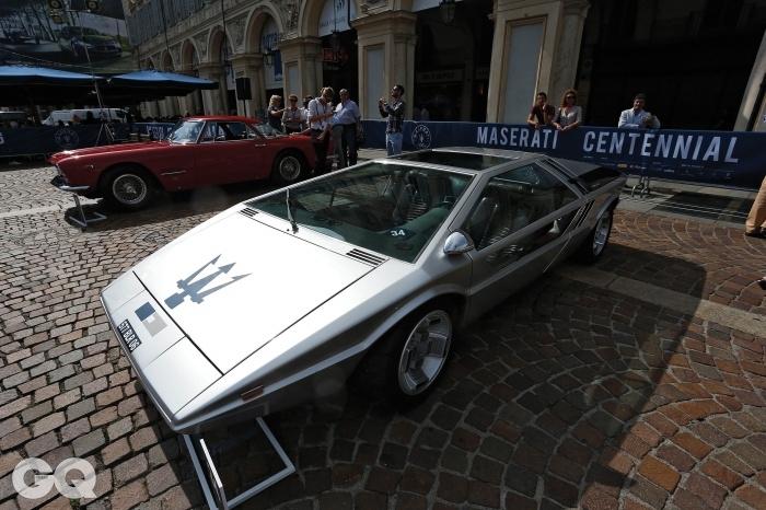 1971년에 만든 마세라티 부메랑Boomerang이다. 4,709cc V8 엔진이 310마력을 낸다.