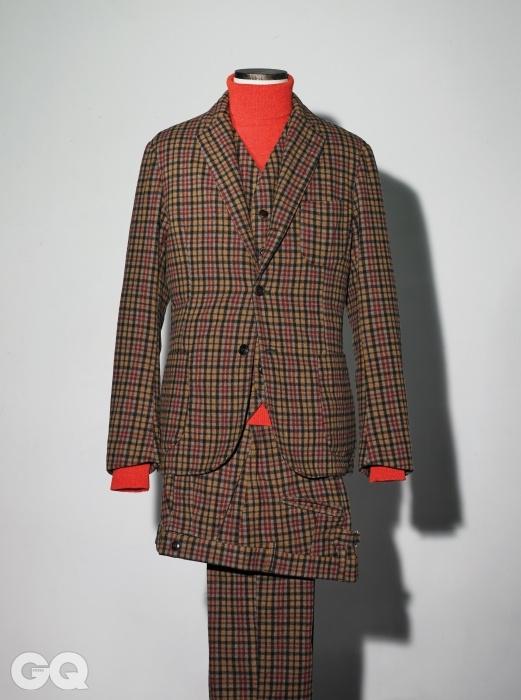 갈색 체크무늬 재킷 58만5천원, 베스트 29만5천원, 팬츠 28만3천원,빨간색 터틀넥 9만8천원, 모두 이스트하버 서플러스 by 샌프란시스코 마켓.