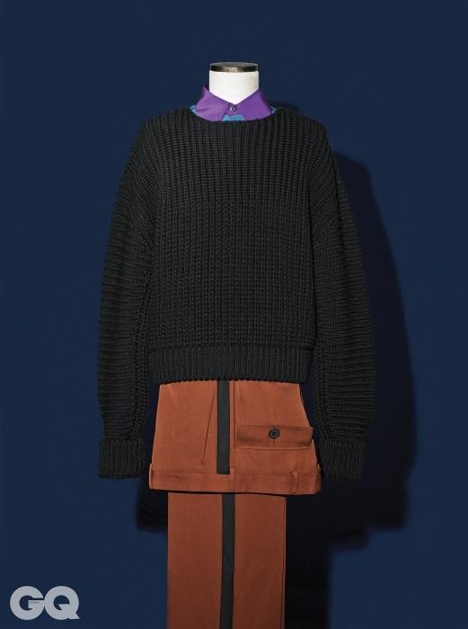 검정색 크루넥 니트 2백66만원, 에르메네질도 제냐 쿠튀르.보라색 칼라 셔츠와 갈색 팬츠 가격 미정, 프라다.