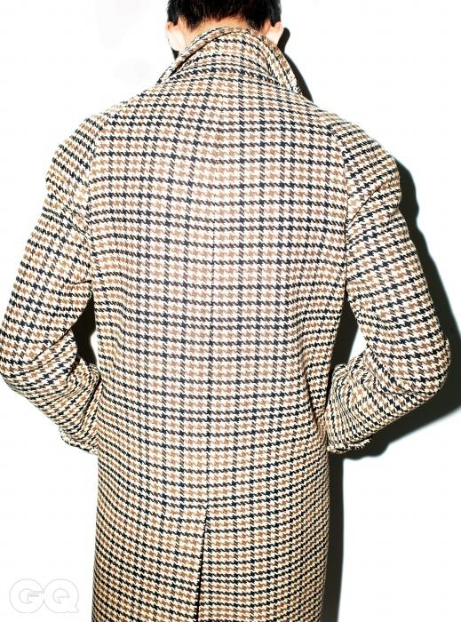하운드 투스 체크패턴의 레글런 슬리브 코트가격 미정, 생로랑.