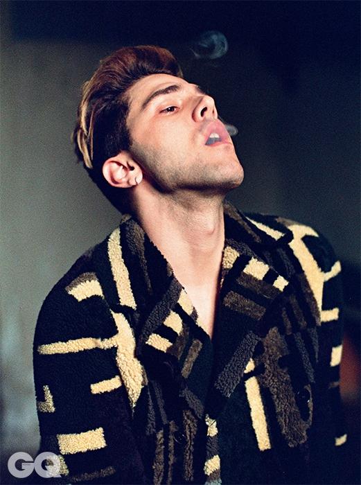재킷은 발렌티노.