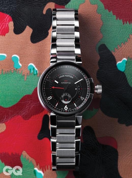 빨간 시곗바늘이 GMT를 표시하는 43mm 케이스 크기의 탕부르 에볼루션 GMT 가격 미정, 루이 비통.물감을 짜놓은 듯한 무늬의 가죽 재킷 6백37만원, 발렌티노.