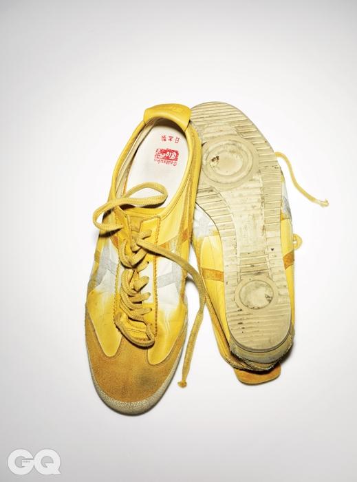 1966년에 나온, 오니츠카 타이거 제품 중 가장 유명한 모델. 처음으로 아식스의 타이거 스트라이프를 사용했고 1968년 멕시코 올림픽 당시 경기화로 쓰였다. 희소성이 있는 일본산으로 소유자는 2011년 봄에 이 신발을 구입했다.
