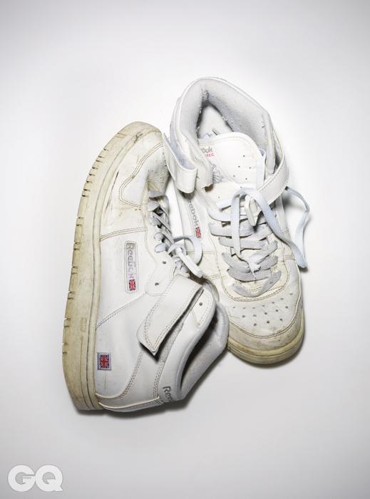 1990년 출시한 코트 빅토리 펌프는 프로 선수용 테니스화로 만들었다. 펌프 방식으로공기를 부풀리고 오므라들게 하는 커스텀 핏 기술은슈 레이스만으로는 완벽하게 잡을 수 없는 최상의 착용감을 만든다. 소유자는 이 신발을 2009년에 구입했다.