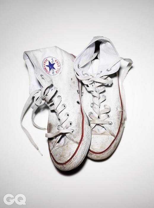 1917년 출시한 최초의 기능성 농구화 컨버스 올스타는전 세계에서 가장 많이 팔린 운동화다. 특히 상징적인 일곱 가지 컬러를 코어라고 부르고,이 코어 제품은 전 세계 모든 컨버스 매장에서 살 수 있다. 제품의 소유자는 2008년에이 신발을 구입했고, 계절과 상관 없이 자주 신고 있다.