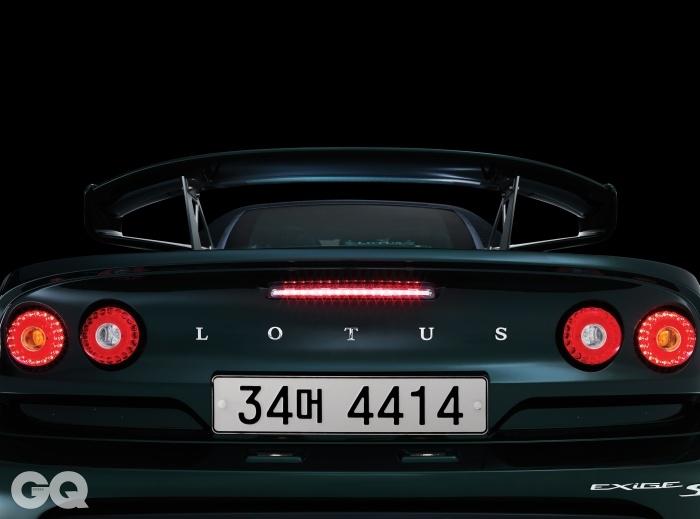 LOTUSEXIGE S엔진 → 3,456cc V6 슈퍼차저최고출력 → 350마력최대토크 → 40.8kg.m공인연비 → N/A0->100km/h → 3.8초가격 → 1억 2천3백만원