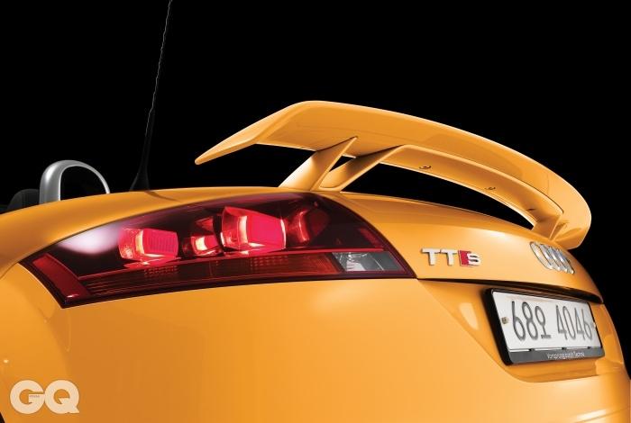 AUDI TTS COMPETITION ROADSTER엔진 → 1,984cc 싱글터보가솔린최고출력 → 265마력최대토크 → 35.7kg.m공인연비 → 리터당 9.8킬로미터0->100km/h → 5.4초가격 → 8천1백20만원