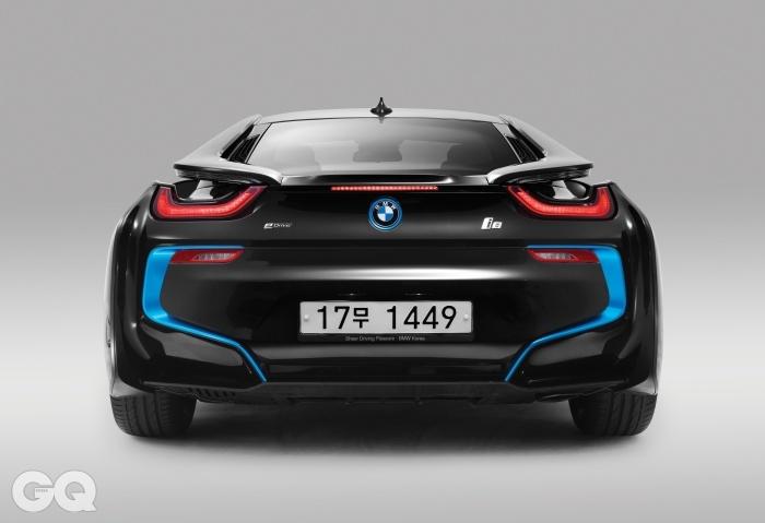 [BMW i8]엔진 → 1,485cc 트윈터보 가솔린전기모터 → BMW eDrive변속기 → 가솔린 엔진 6단 자동/ 전기 모터 2단 자동구동방식 → 전륜/전기 모터, 후륜/가솔린 엔진최고출력 → 362마력 (가솔린 231마력/전기 131마력)최대토크 → 58.2kg.m (가솔린 32.7kg.m/ 전기 25.5kg.m)공인연비 → 리터당 13.9킬로미터 (한국 기준)가격 → 1억 9천9백90만원