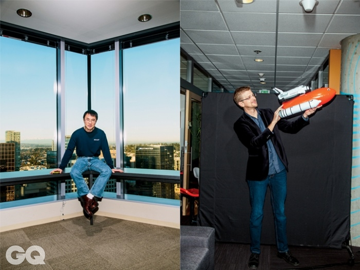 왼쪽부사장키 루(Qi Lu)오른쪽 나사 JPL 과학자제프 노리스(Jeff Norris)