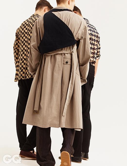 왼쪽부터 | 베이지 재킷 €1,035, 블랙 팬츠 €170, 플랫 슈즈 €250, 베이지 코트 €775, 줄무늬 팬츠 €445, 플랫 슈즈 €275, 베이지셔츠 €345, 코튼 팬츠 €165, 플랫 슈즈 €250, 모두드리스 반 노튼.